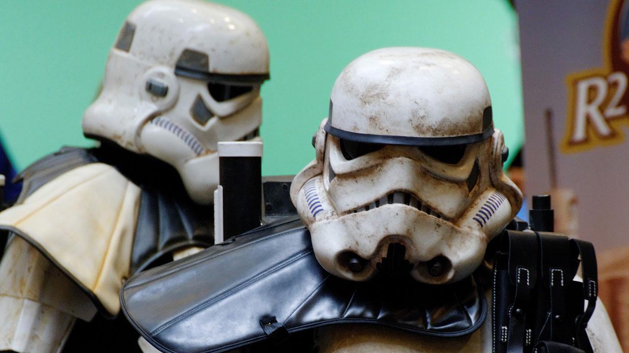 costume_sandtrooperr_720p_slider